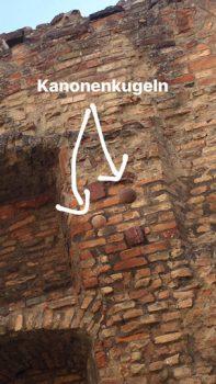 Kanonenkugeln-in-den-Ruinen-in-Speyer